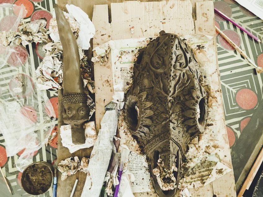 バッファローの骸骨 陶芸作品 アフリカ陶器