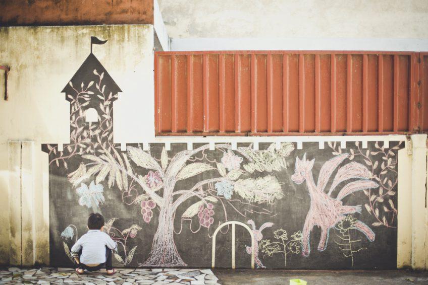 庭の壁画 アフリカ暮らし