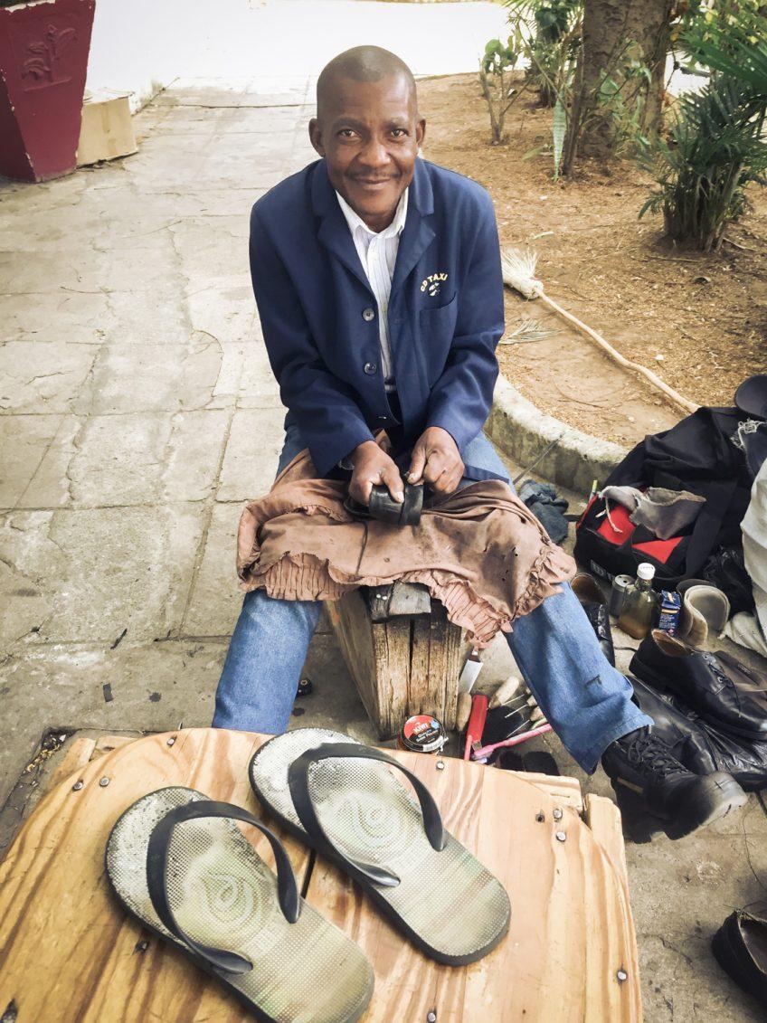 靴の修理屋さん モザンビーク暮らし